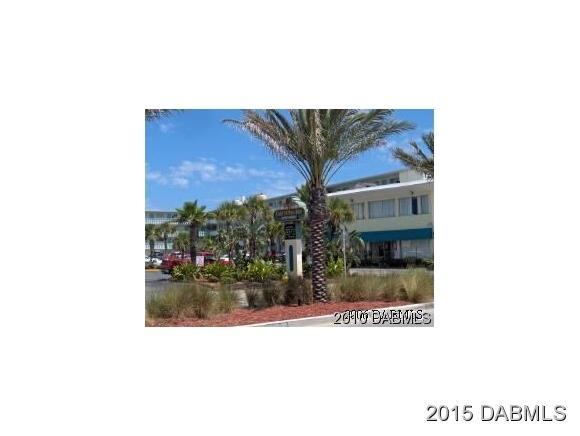 One of Daytona Beach Pool Homes for Sale