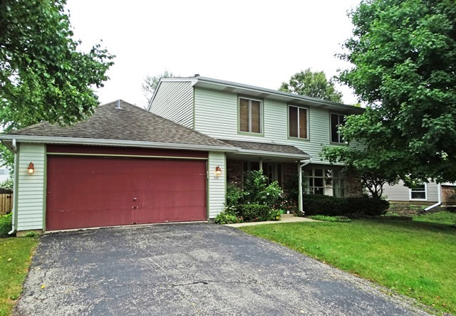 320 STONEHURST Lane, Roselle in Du Page County, IL 60172 Home for Sale